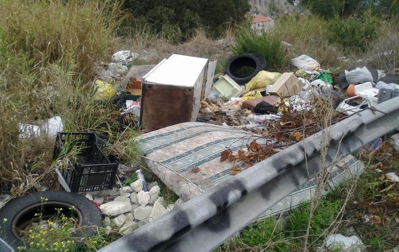 Interventi di rimozione di rifiuti illecitamente abbandonati su aree pubbliche